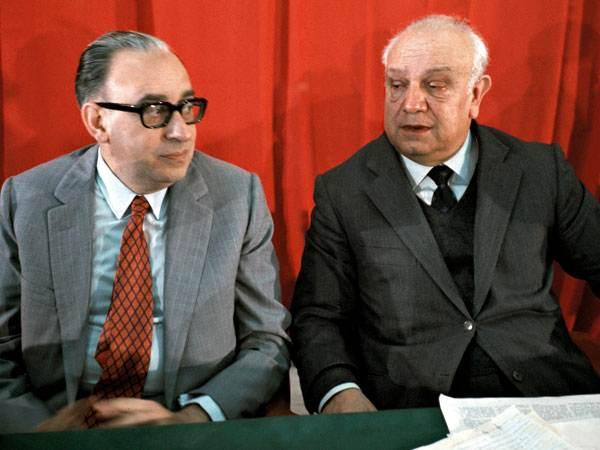Francesco De Martino (a destra) e Giacomo Mancini, rispettivamente segretario e vice del nuovo Psi.