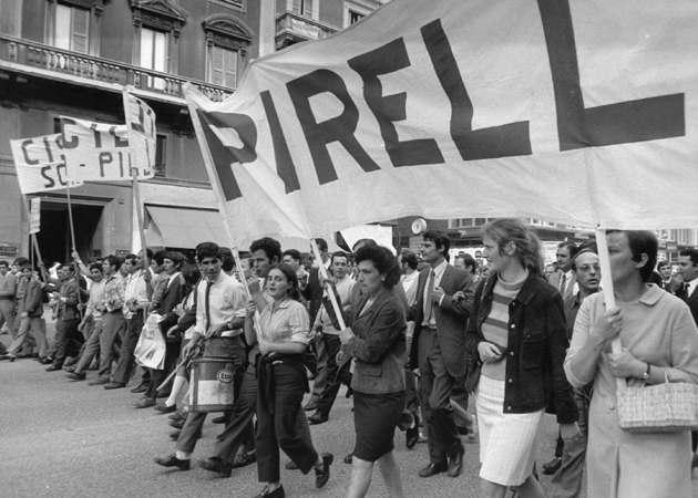 Lavoratori della Pirelli in corteo il 25 settembre 1969.