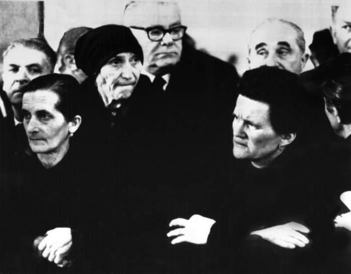 Familiari delle vittime del Vajont durante il processo all'Aquila.