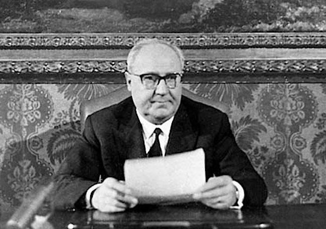 Il Presidente Saragat legge il messaggio di fine anno 1969.