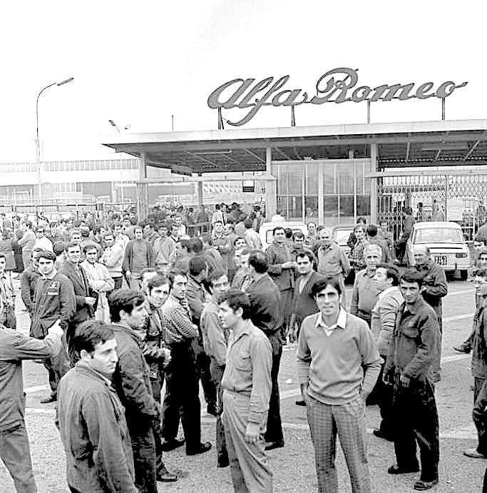 Operai dell'Alfa Romeo durante l'agitazione del gennaio 1970.