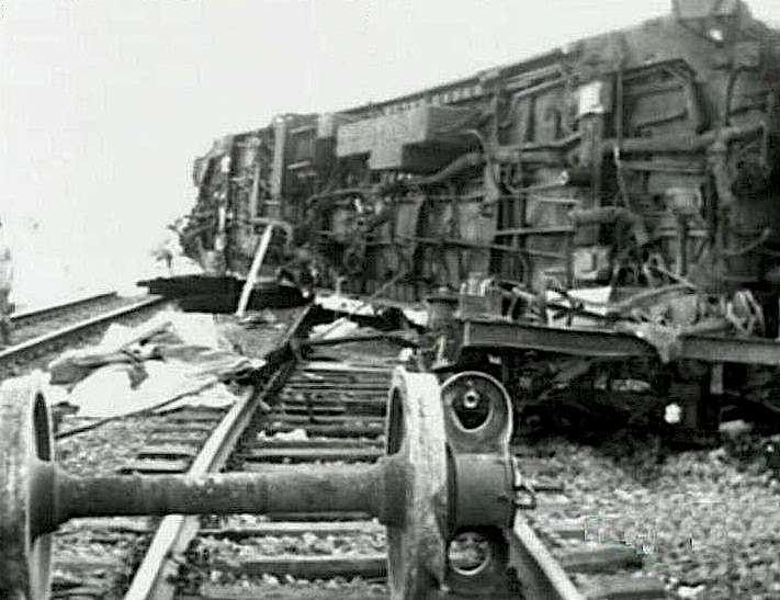 Il treno deragliato a Gioia Tauro causò 8 morti.