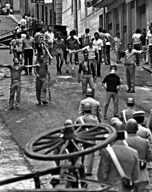 Scontri di piazza a Reggio Calabria.