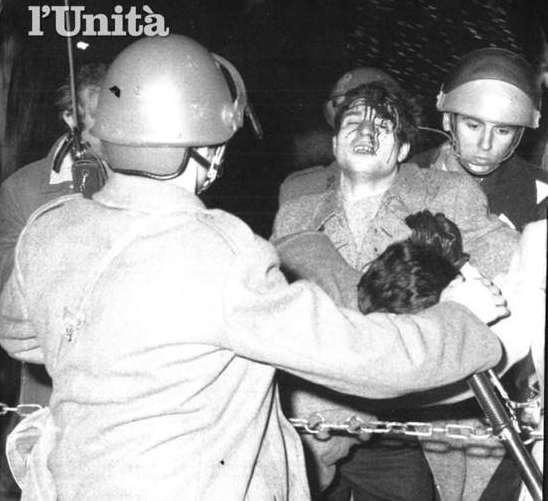 Scontri di piazza durante la manifestazione del 12 dicembre 1970.