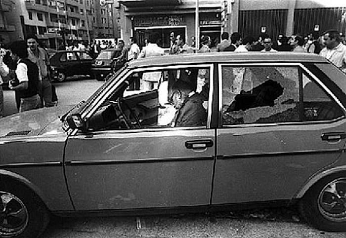 Pietro Scaglione, assassinato dalla mafia, nella sua auto.