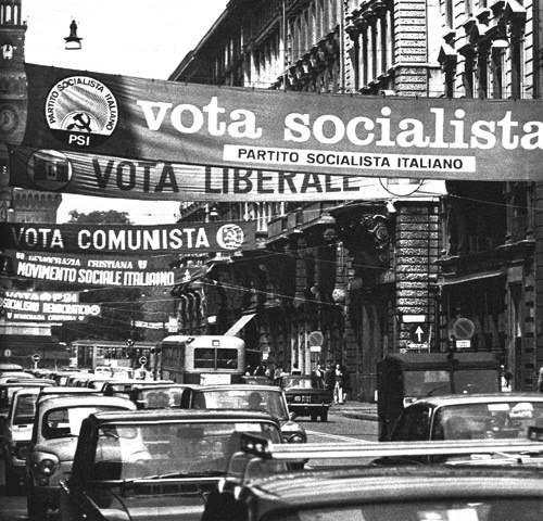 Striscioni di propaganda elettorale del 1972.