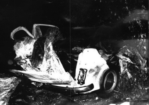 L'auto distrutta dalla bomba a Peteano.