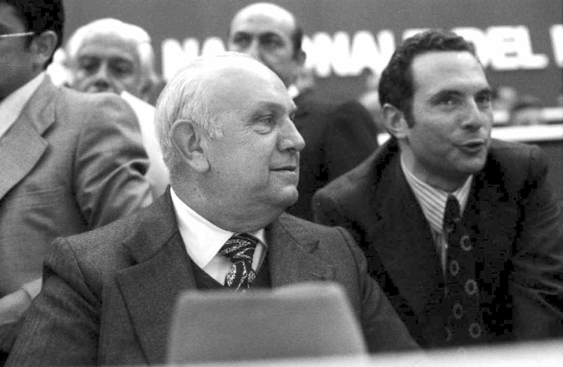 Francesco De Martino (a sinistra) ed Enrico Manca al XXXIX congresso del Psi.