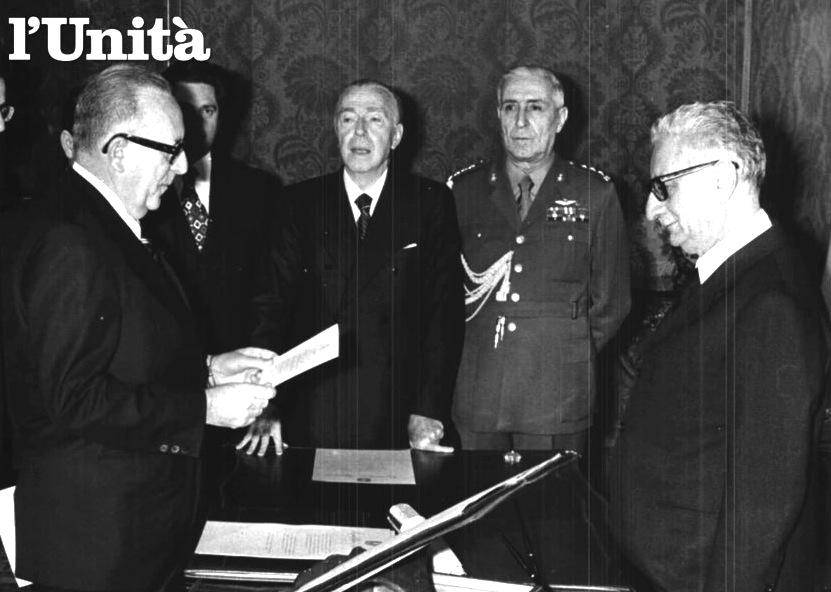Mariano Rumor giura davanti al Presidente Giovanni Leone per la formazione del suo IV governo.