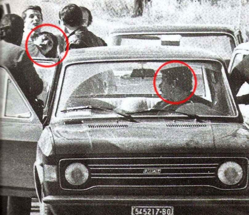 L'arresto dei brigatisti Alberto Franceschini (a sinistra) e Renato Curcio (in vettura).