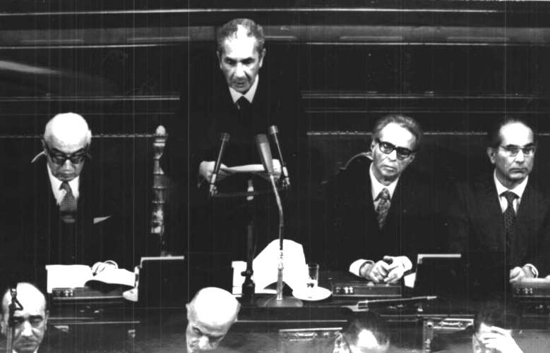 Aldo Moro presenta alle Camere il suo IV governo.