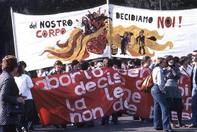 Manifestazione dell'8 marzo 1976 incentrata sul tema dell'aborto.