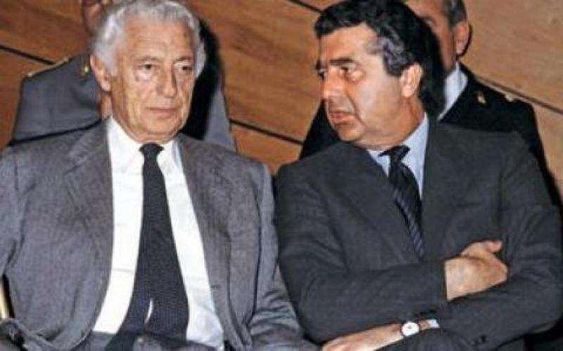 Carlo De Benedetti (a destra) con Gianni Agnelli. De Benedetti lasciò l'incarico di amministratore delegato Fiat il 25 agosto 1976.