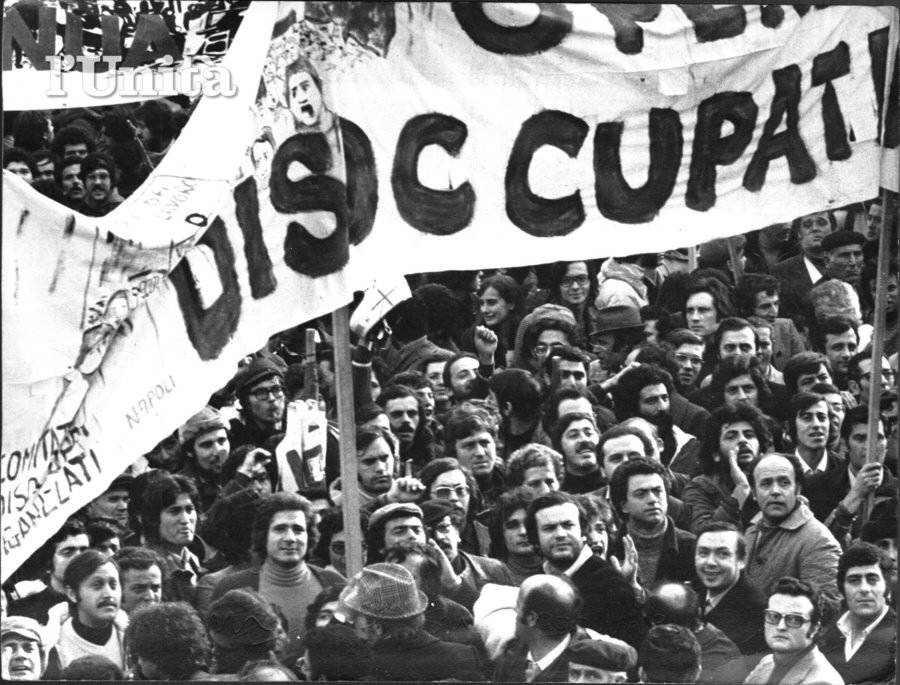 Manifestazione di disoccupati napoletani in lotta per l'occupazione.