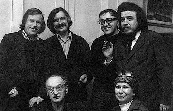 Gli autori di Charta 77 (il primo a sinistra è il futuro Presidente ceco Vaclav Havel).