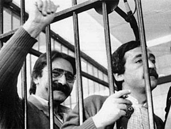 Prospero Gallinari (a sinistra) con Mario Moretti, durante un processo alle Br. Nel 1977 erano ai vertici delle Brigate rosse.