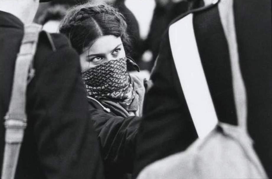 1977: giovani e polizia si fronteggiano.