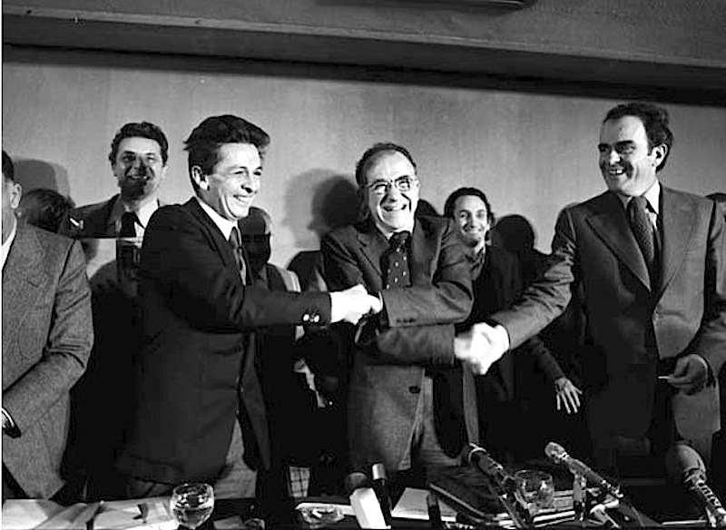 Al termine di un incontro tenuto a Madrid tra i leader comunisti Enrico Berlinguer (italiano), Santiago Carrillo (spagnolo) e Georges Marchais (francese) il 4/3/77 con una conferenza stampa viene ufficializzata la nascita dell'eurocomunismo.