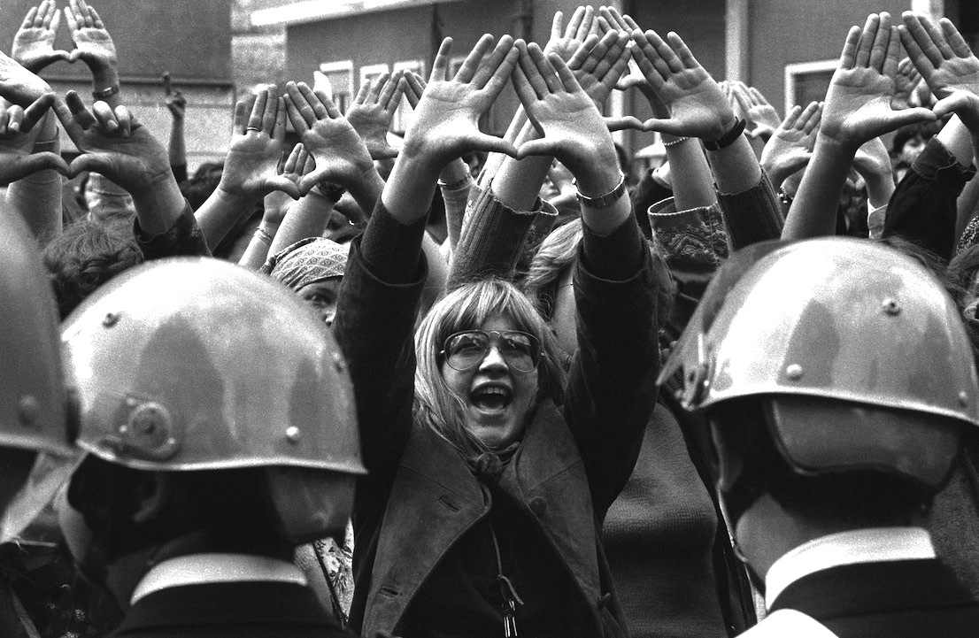 Manifestazione di femministe l'8 marzo 1977.