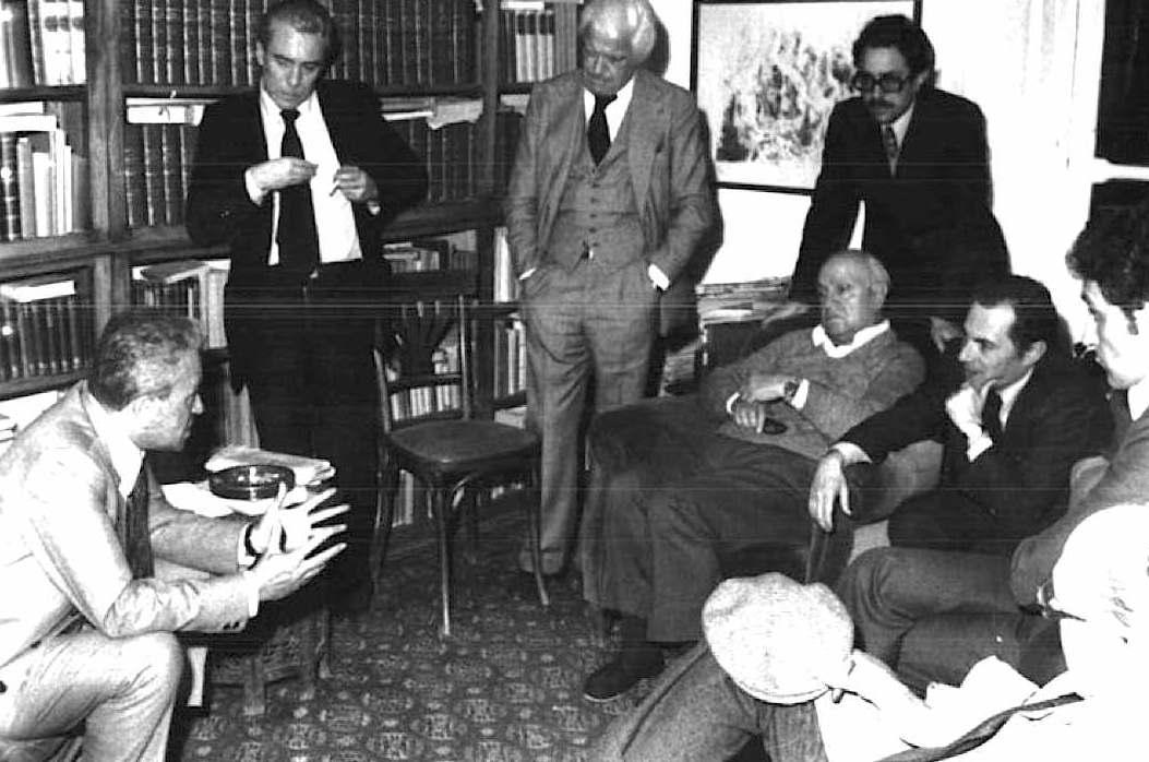 Il Presidente della Camera Ingrao in visita a Francesco De Martino subito dopo il rapimento del figlio Guido.