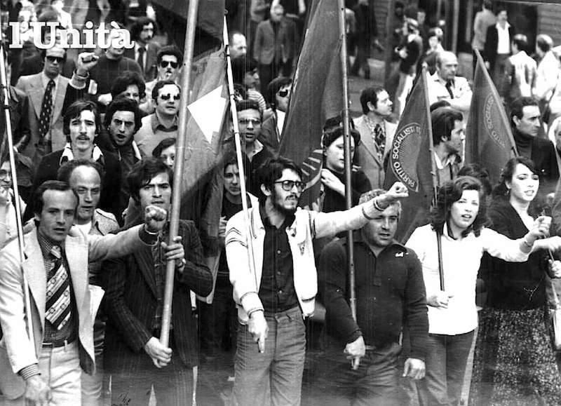 La manifestazione napoletana di protesta contro il rapimento di Guido De Martino.