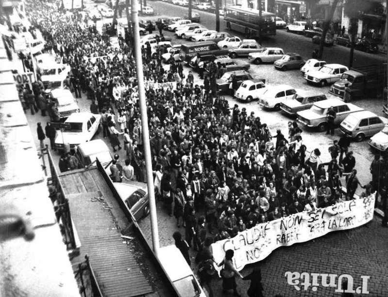 Manifestazione di femministe contro l'esito del processo contro i seviziatori di Claudia Caputi.