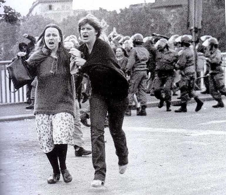 Gli scontri su Ponte Garibaldi a Roma del 12 maggio 1977, in cui fu uccisa Giorgiana Masi.