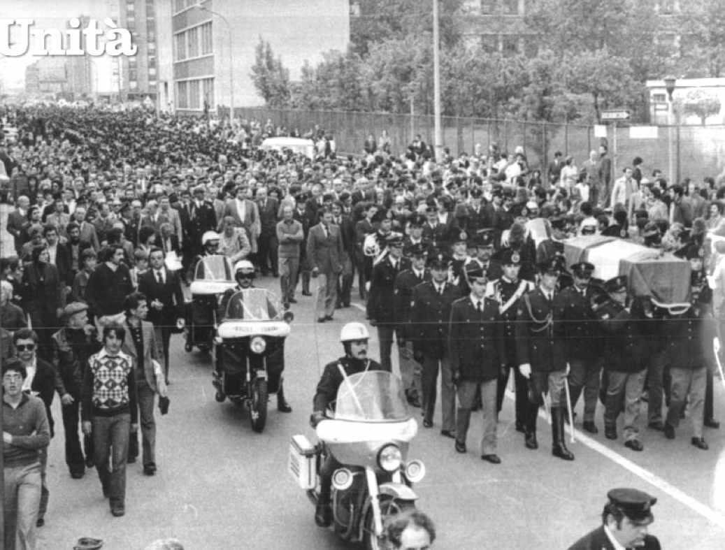 I funerali del vicebrigadiere Antonino Custrà morto negli scontri del 14 maggio 1977 a Milano