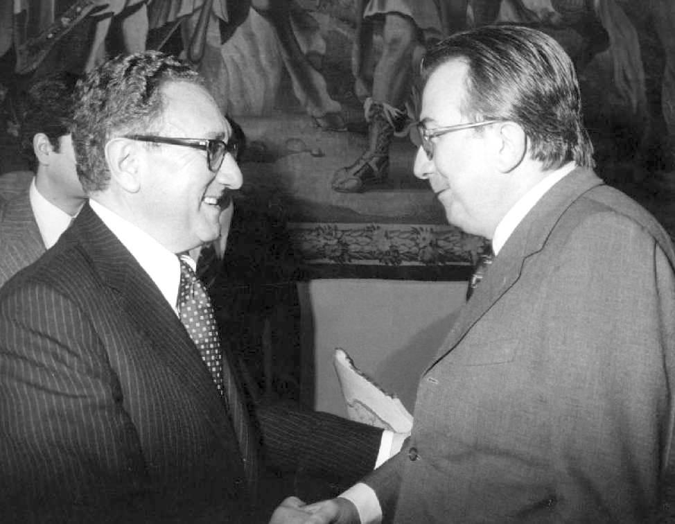 Henry Kissinger, ex consigliere per la sicurezza con Nixon e Ford, con Giulio Andreotti nel 1977.