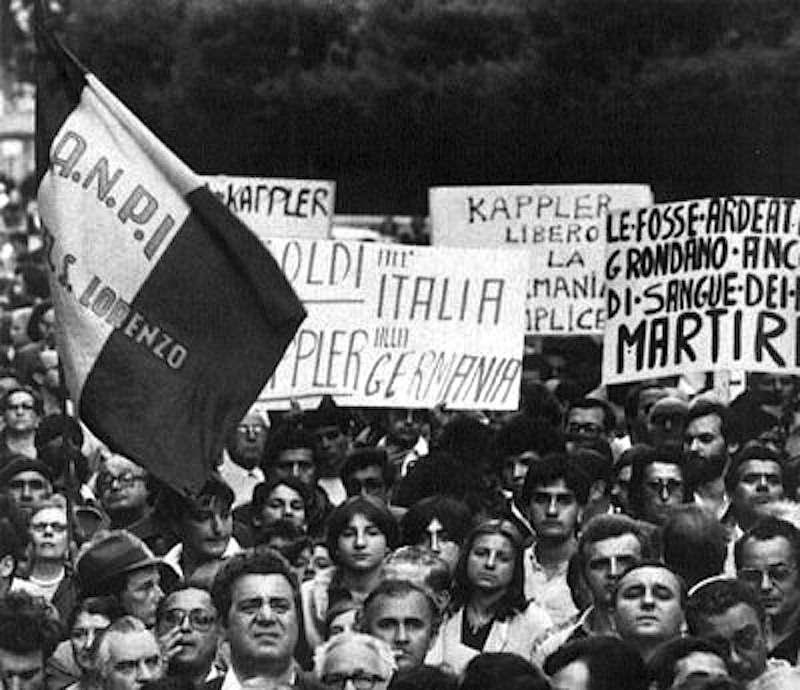 Manifestazione a Roma contro la fuga di Kappler nell'agosto 1977.