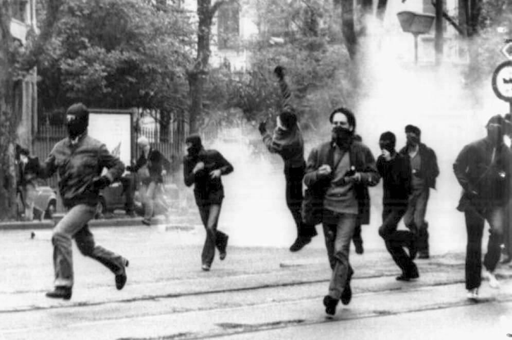Gli scontri del 1° ottobre 1977 a Torino per la morte di Walter Rossi.
