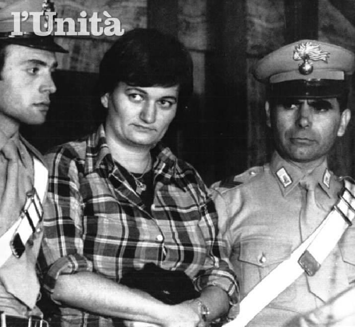 Nadia Mantovani arrestata nel covo di Via Montenevoso a Milano il 1/10/78, dopo una latitanza dal 29/7/78, seguita al processo del 15/6/77 (cui si riferisce la foto) in cui venne condannata al domicilio coatto.