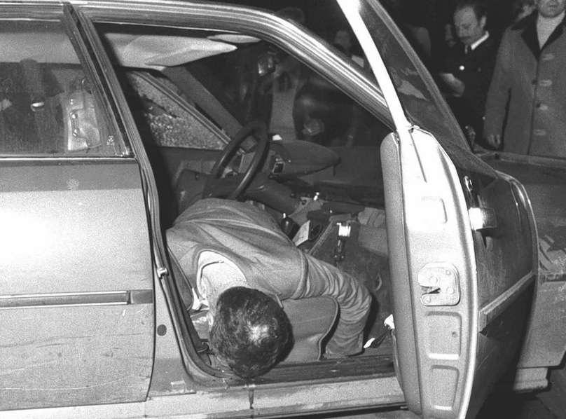 Il corpo del giornalista Mino Pecorelli ucciso il 20 marzo 1979.