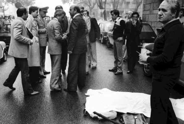 Il corpo di Carlo Ghiglieno, ucciso dalle Brigate rosse a Torino il 21 settembre 1979.