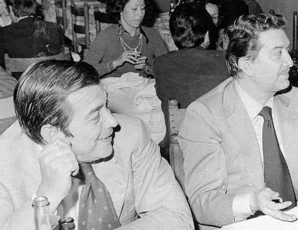 Gaetano Caltagirone con Franco Evangelisti (a destra nella foto), che per lunghi anni fu braccio destro di Andreotti. Caltagirone fu un generoso sostenitore della corrente andreottiana. A seguito del mandato d'arresto per lo scandalo Italcasse fuggì all'estero. Dopo diversi procedimenti giudiziari fu discolpato.
