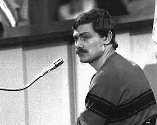 Patrizio Peci, brigatista pentito, durante la deposizione in un processo.
