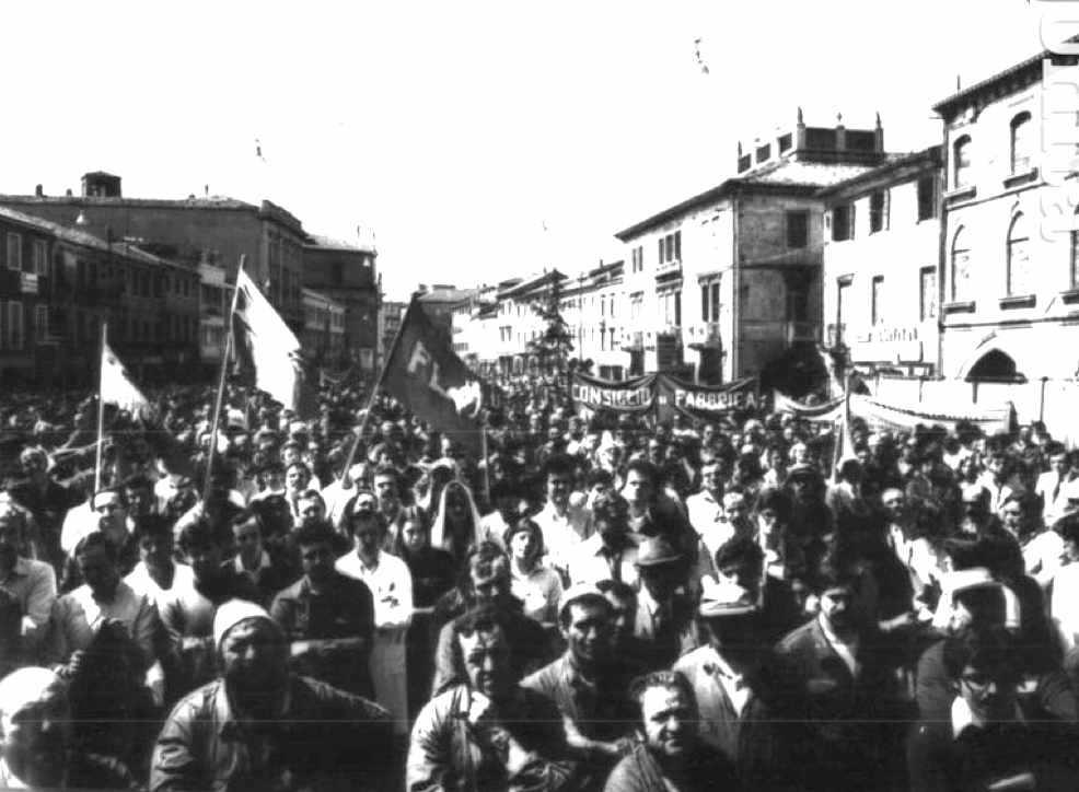 Manifestazione di operai di Mestre contro l'uccisione di Alfredo Albanese da parte delle Br, che rivendicano il delitto con un comunicato.