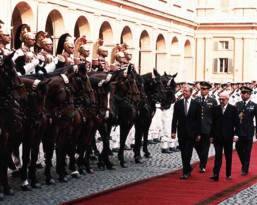 Il Presidente americano Jimmy Carter viene accolto al Quirinale dal Presidente Pertini.