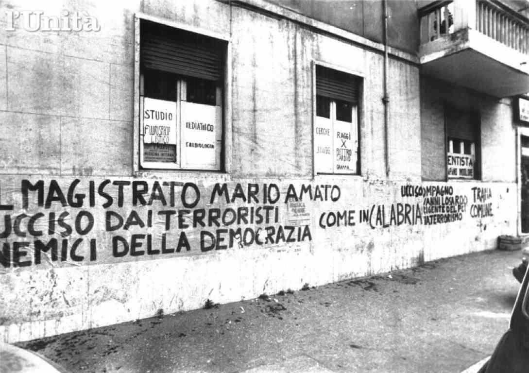 Sui muri viene condannato l'omicidio di Mario Amato.