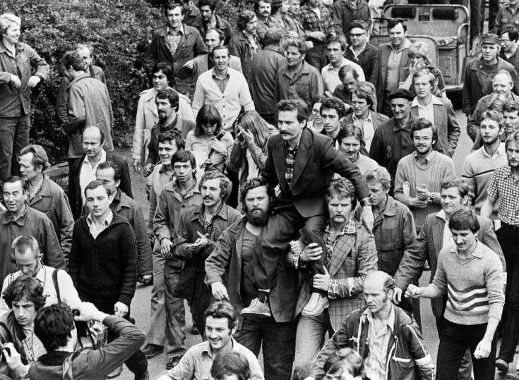 Lech Walesa alla testa degli scioperi nei cantieri di Danzica (Polonia) nel luglio 1980.