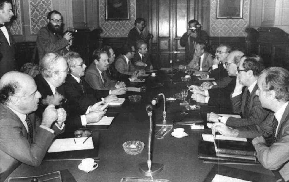 Trattative tra i quattro partiti di centrosinistra per la formazione del I governo Forlani.