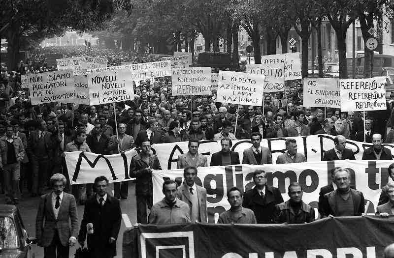 """La """"marcia dei quarantamila"""" quadri Fiat in partenza da Mirafiori il 14 ottobre 1980."""