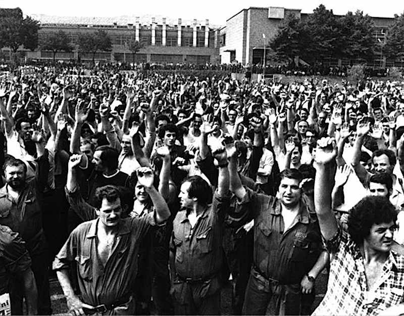 L'assemblea operaia di Mirafiori vota sulla chiusura della vertenza Fiat.