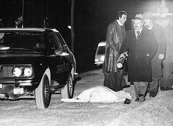 Commando dei Nar (formazione di estrema destra) uccide i carabinieri Enea Condotto e Luigi Maronese; nello scontro viene ferito il terrorista Giusva Fioravanti.