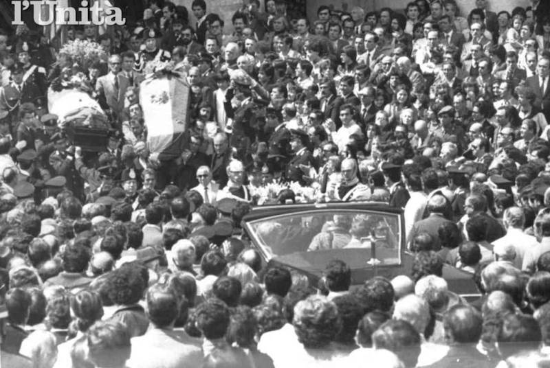 I funerali dell'autista e dell'agente di scorta a Ciro Cirillo, uccisi durante il suo rapimento.