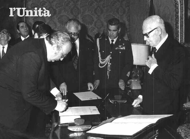 Giovanni Spadolini giura davanti al Presidente Pertini per la formazione del suo I governo.
