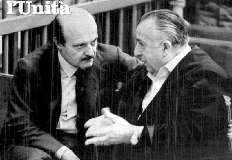 Roberto Calvi (a sinistra) durante il processo per il crac del Banco Ambrosiano, da cui uscì condannato a 4 anni di carcere.