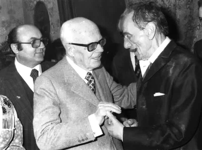 Eduardo De Filippo (a destra) con il Presidente Pertini che lo ha nominato senatore a vita il 26 settembre 1981.
