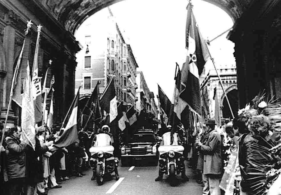 Il popolo di Genova rende omaggio alla salma di Ferruccio Parri, morto l'8 dicembre 1981.