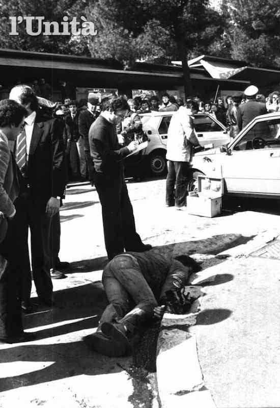 Alessandro Caravillani, giovane passante, viene ucciso nello scontro seguente alla rapina di estremisti di destra, tra cui Francesca Mambro, che viene arrestata.